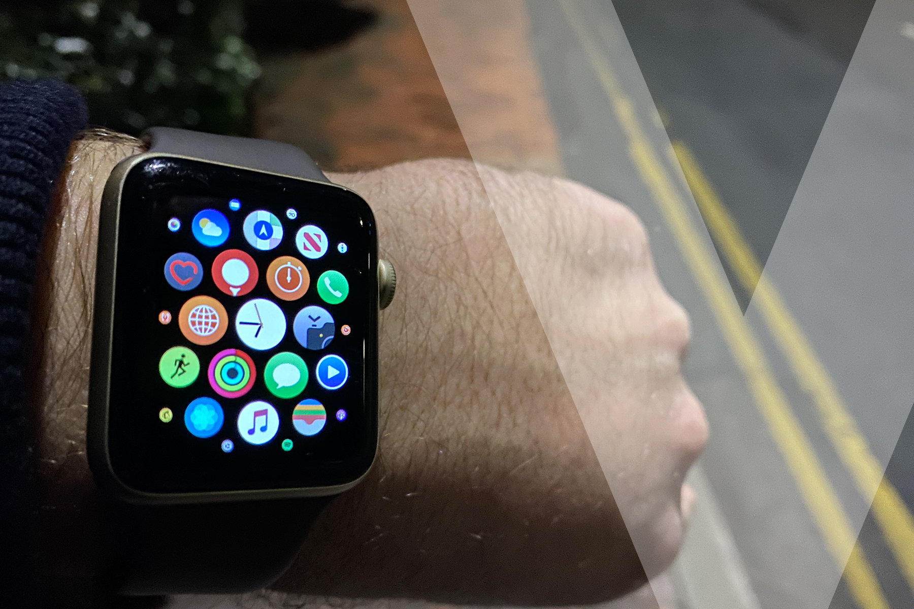 apple watch needs one thing - a fully working siri